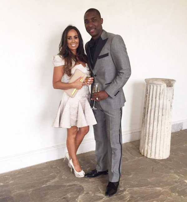 Cựu sao Aston Villa bên cô vợ Emma.