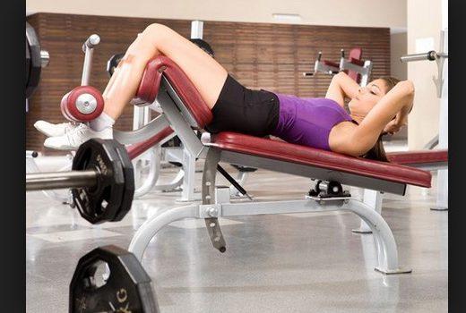 tập gym trên ghế dốc